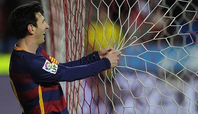 Messi chegou ao seu 300º gol pelo espanhol e, depois, fez o de número 10.000 da história do Barça - Foto: Eloy Alonso l Reuters