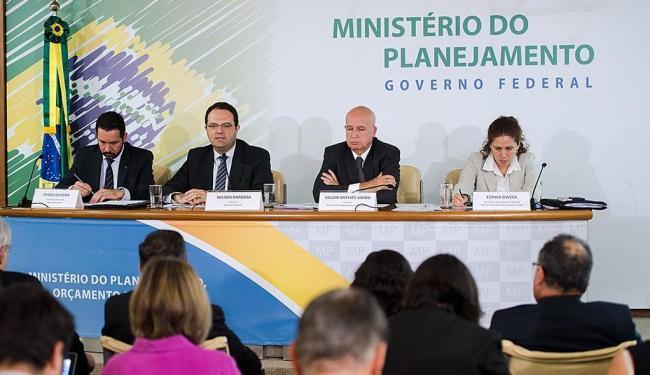 Barbosa preferiu fazer o anúncio antes de embarcar para a reunião do G20, na China - Foto: Marcelo Camargo   Ag. Brasil