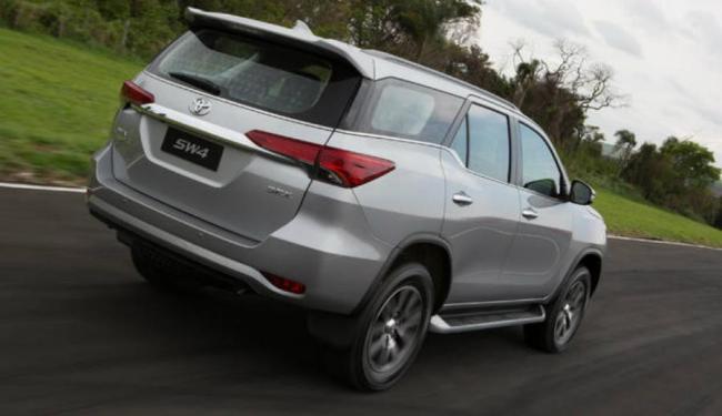 A nova geração do SW4 tem apenas a versão SRX, com transmissão automática de seis velocidades - Foto: Divulgação