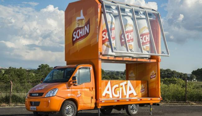 O Schin Truck é equipado com geradores de energia, palco para DJs e sonorização - Foto: Divulgação