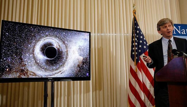 Dr. David Reitze fala sobre o fenômeno durante evento em Washington - Foto: Gary Cameron | Reuters | 11.02.2016