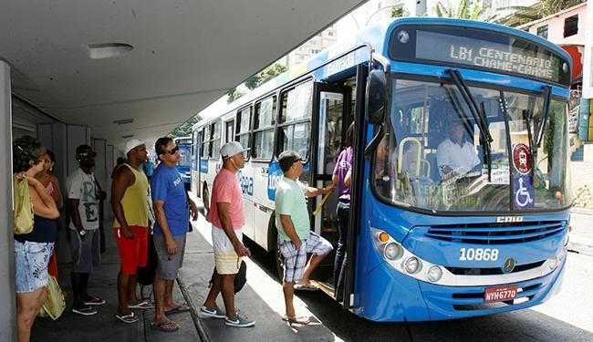 As cerca de 400 linhas de ônibus que vão circular serão divididas em três faixas de horário - Foto: Luciano da Matta   Ag. A TARDE