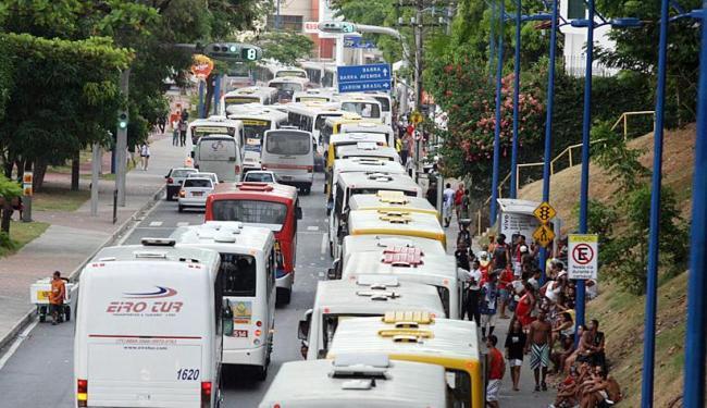 Rodoviários ameaçam rodar apenas entre 6 e 18 horas durante o Carnaval - Foto: Arestides Baptista | Ag. A TARDE | 13.02.2010