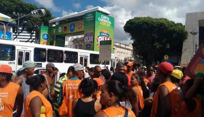 Ambulantes protestam contra ação do rapa no Campo Grande - Foto: Laís Miranda   Ag. A TARDE