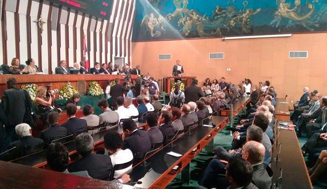 O governador leu a mensagem de abertura anual das atividades parlamentares nesta segunda, 1º - Foto: Regina Bochicchio | Ag. A TARDE