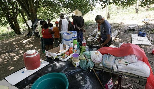Integrantes do MSTB estão ocupando um terreno ao lado da Pedreira Civil - Foto: Edilson Lima l Ag. A TARDE