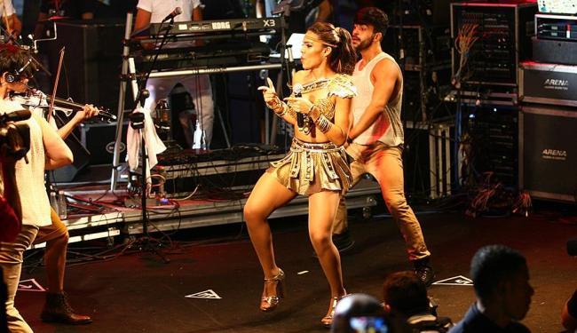Vocalista Tays Reis volta a 'metralhar' nesta segunda - Foto: Edilson Lima | Ag. A TARDE | 04.02.2016