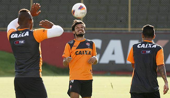 Tiago Real, em treino no Barradão: Leão vai para sua terceira partida em 2016 - Foto: Lúcio Távora l Ag. A TARDE