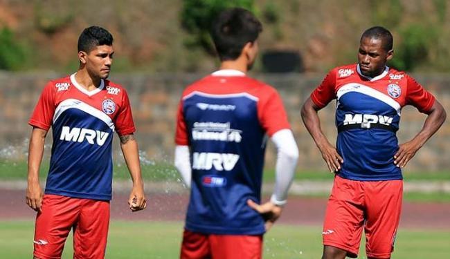 Tinga (D) treina no Bahia há uma semana, mas não foi ainda regularizado - Foto: Felipe Oliveira   EC Bahia