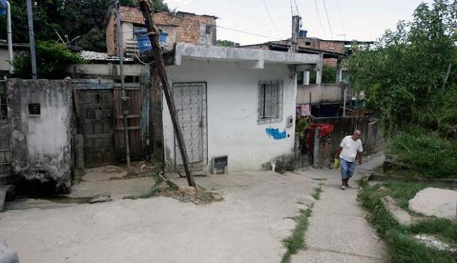 Irmãos foram mortos onde moravam com o pai e o irmão mais velho - Foto: Edilson Lima | Ag. A TARDE