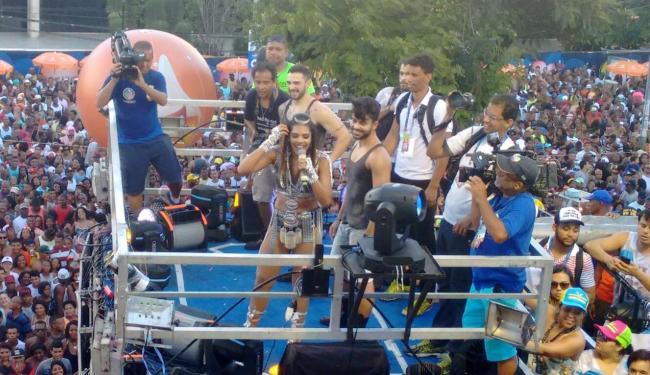 Tays Reis fez todos dançarem o Paredão Metralhadora - Foto: Teófilo Henrique | Ag. A TARDE