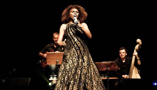 Zezé Mota, cantora de interpretação vigorosa, lançará novo CD este ano - Foto: Alessandra Fratus   Divulgação