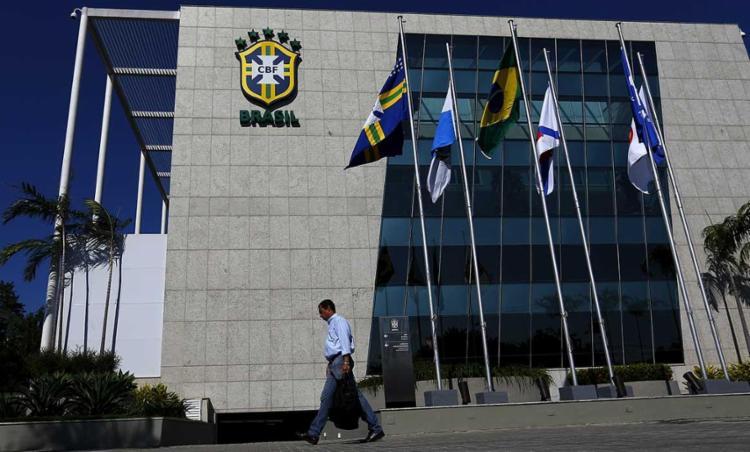 A CBF afirma que abriu mão de participação econômica nos contratos para favorecer os clubes | Foto: Ricardo Moraes | Reuters - Foto: Ricardo Moraes | Reuters