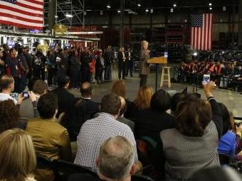 A candidata democrata Hillary Clinton discursa durante as prévias eleitorais do partido em Detroid, - Foto: Jeff Kowalsky | EPA | Agência Lusa