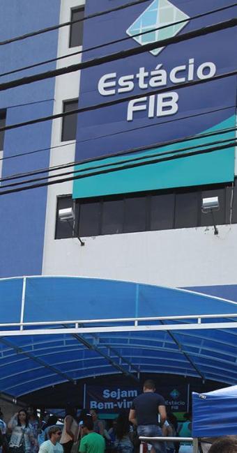 Alunos se esconderam dentro da faculdade durante tiroteio - Foto: Edilson Lima | Ag. A TARDE