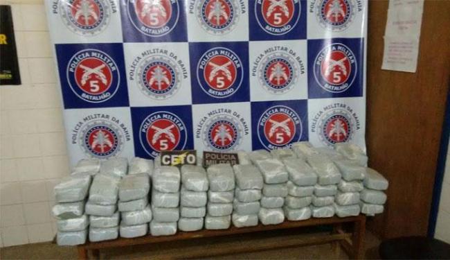Os 95 tabletes de maconha prensada estavam no porta-mala do carro do acusado - Foto: Divulgação| Ascom PC