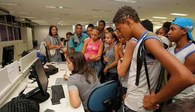 Estudantes vão poder visitar o jornal e ver como funciona a redação, dentre outros setores - Foto: Fernando Vivas | Ag. A TARDE 29.10.2012