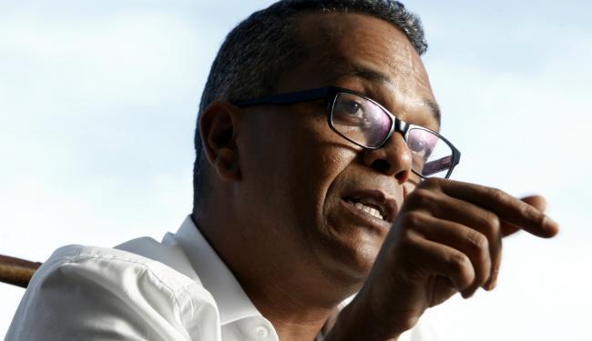 O psicólogo Marcelo Andrade coordena um coletivo que promove ações de redução de danos em raves - Foto: Lúcio Távora | Ag. A TARDE