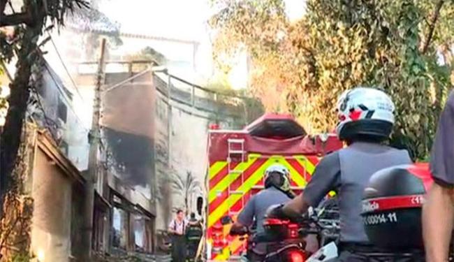Aeronave caiu sobre a casa na Zona Norte de São Paulo - Foto: Reprodução | TV Globo