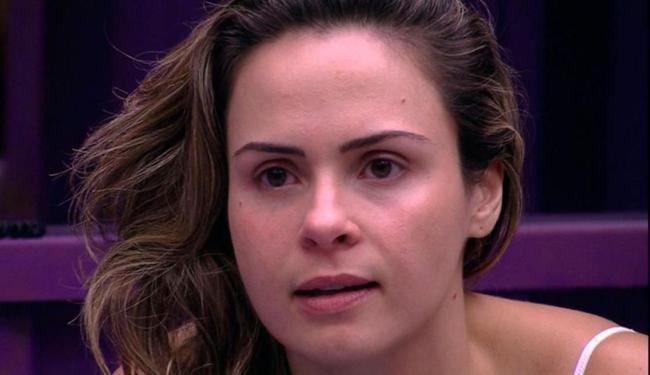 Ana Paula pediu para abrirem o confessionário, mas a não foi atendida pela produção - Foto: Reprodução | TV Globo
