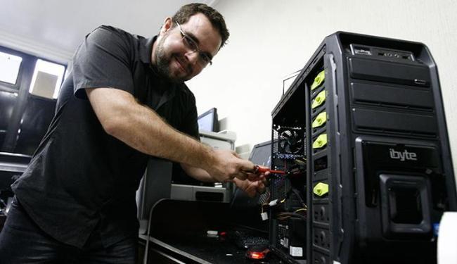 Técnico em informática Andersen Andrade comemora alta de 30% nos negócios - Foto: Mila Cordeiro | Ag. A TARDE