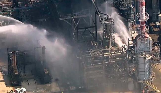 Apesar do incêndio, a refinaria continua operando de forma segura, informou a Petrobras - Foto: Reprodução | abcNews