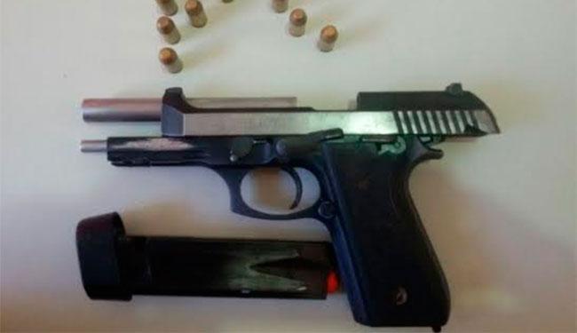 Arma estava enterrada na casa de assaltante em Amargosa - Foto: Divulgação