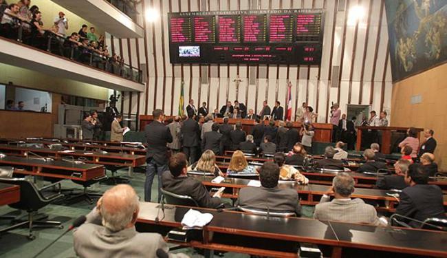 Deputados estaduais da base do governador Rui Costa (PT) subiram à tribuna - Foto: Lúcio Távora l Ag. A TARDE l 23.12.2015