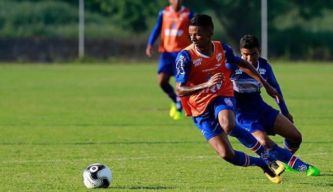 Henrique dispara em treinamento no Fazendão - Foto: Felipe Oliveira l EC Bahia