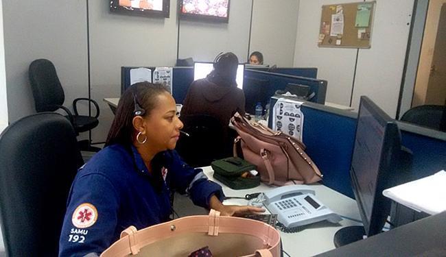 Atendentes são treinados para identificar os trotes - Foto: Ana Paula Santos l Ag. A TARDE