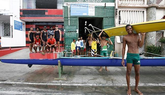 Atletas de Vitória (E) e São Salvador prontos para o início do campeonato - Foto: Edilson Lima l Ag. A TARDE