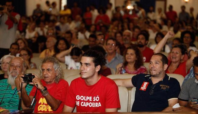 O ato contou com apresentações culturais e exibição de vídeos sobre a democracia - Foto: Lúcio Távora | Ag. A TARDE
