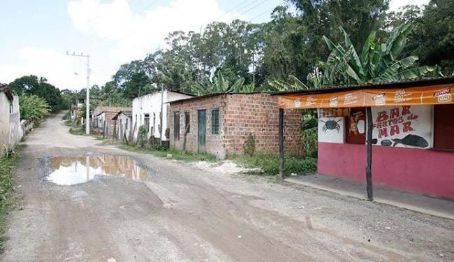 Assustados, alguns moradores falam em mudar da rua onde está localizado bar (D) - Foto: Edilson LIma   Ag. A TARDE