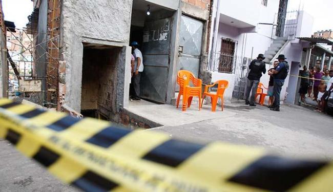Vítimas bebiam no bar quando assassinos chegaram - Foto: Joá Souza | Ag. A TARDE