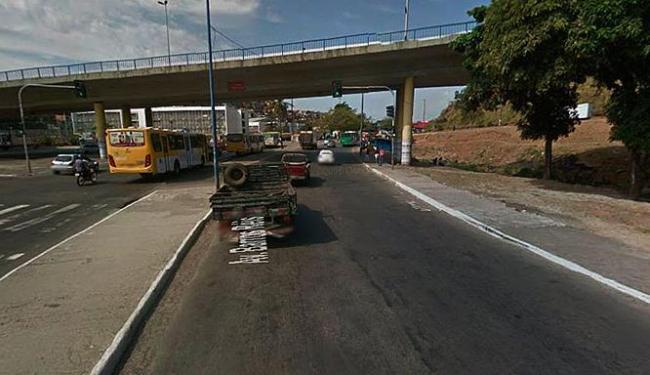 Acidente aconteceu nas proximidades do viaduto Luis Eduardo Magalhães - Foto: Reprodução   Google Street View