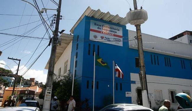 Policiais da Base Comunitária do Calabar levaram Maurício para o HGE - Foto: Arestides Baptista | Ag. A TARDE 16.01.2012