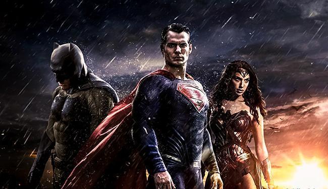 Batman, Superman e Mulher Maravilha preparam o terreno para a Liga da Justiça - Foto: Divulgação