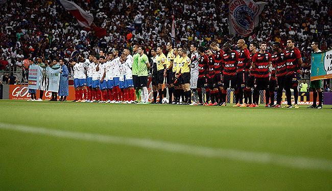 Vitória tenta ampliar sequência de seis jogos sem perder do Bahia, que, antes do jejum, ficou oito - Foto: Raul Spinassé | Ag. A TARDE