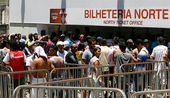 Torcedores do Bahia formam filas nas bilheterias da Arena Fonte Nova nesta quinta-feira, 10 - Foto: Luciano da Matta l Ag. A TARDE