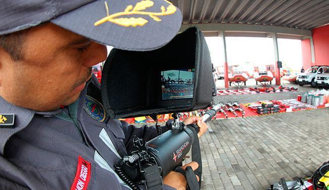 Entre os materiais, uma câmera para captação de imagens e sons em escombros - Foto: Manu Dias | GOVBA