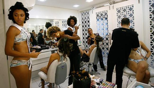 Candidatas do Miss Bahia Intercontinental passam por preparação para encarar concurso - Foto: Margarida Neide l Ag. A TARDE l 01.03.2016