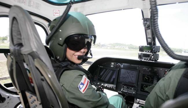 Capitã da PM-BA Maíra Galindo atua no comando de helicópteros - Foto: Luciano da Matta | Ag. A TARDE