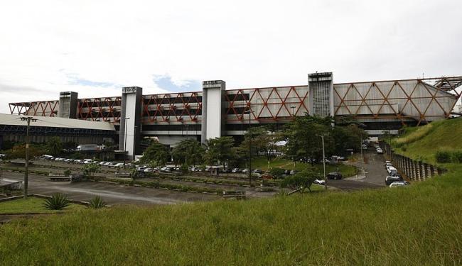 Promotoras orientam que nenhum outro espaço do Centro de Convenções sejam reaberto antes de obras - Foto: Fernando Vivas | Ag. A TARDE | 24.07.2009