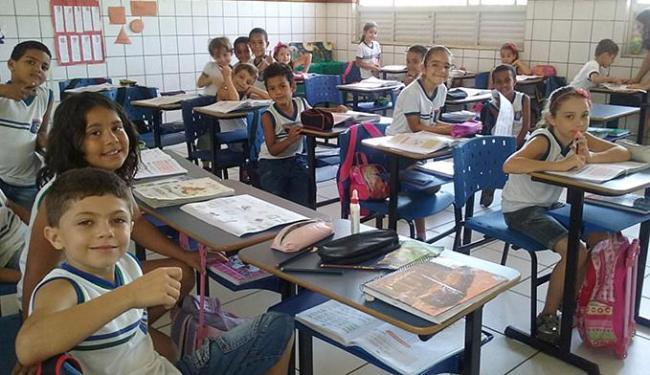 Alunos do 1º ano do Colégio Professor Vespasiano Filho utilizam o material do Alfa e Beto - Foto: Divulgação