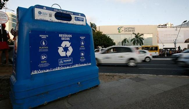 Caixas trazem indicação de resíduo a ser depositado, mas moradores ignoram - Foto: Mila Cordeiro l Ag. A TARDE