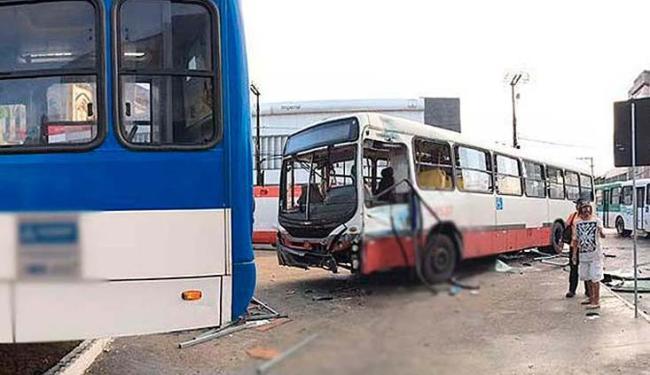 Colisão entre dois coletivos deixou passageiros feridos neste sábado - Foto: Divulgação | Samu