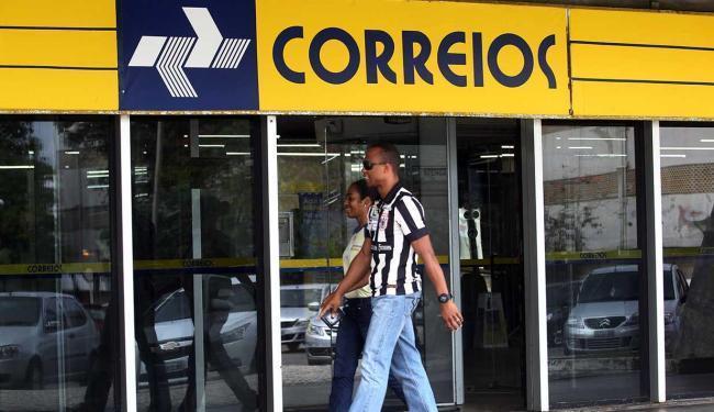 Apenas as agências com grande movimentação, como em aeroportos e rodoviárias, seguem abertas - Foto: Lúcio Távora | Ag. A TARDE