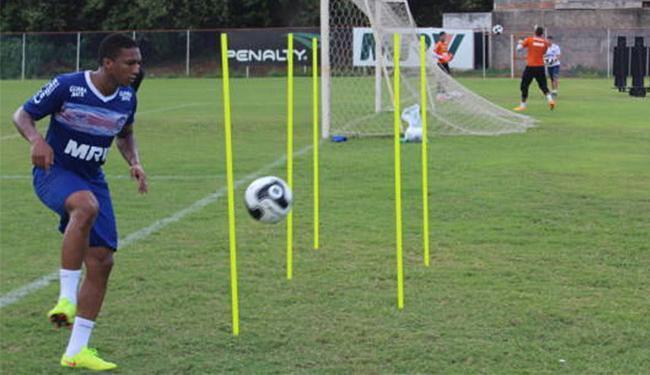 Danilo Pires, que se recupera de lesão, participou de atividade no campo - Foto: Felipe Oliveira l EC Bahia
