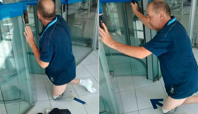 Gilberto decidiu retirar a roupa e prótese para conseguir entrar no banco - Foto: Aparecida Forti | Arquivo pessoal