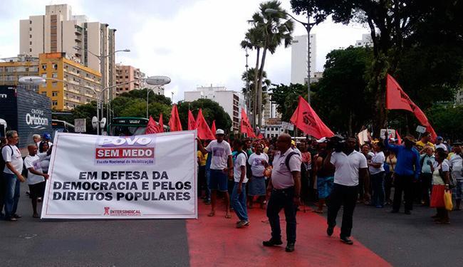 Militantes saíram do Campo Grande e seguiram até o Campo da Pólvora - Foto: Luan Santos | Ag. A TARDE